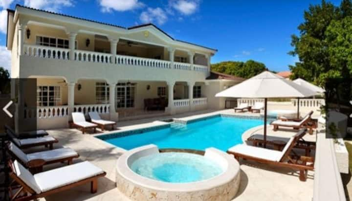 Luxury Villas 3 bedroom sleeps 6. All-inclusive