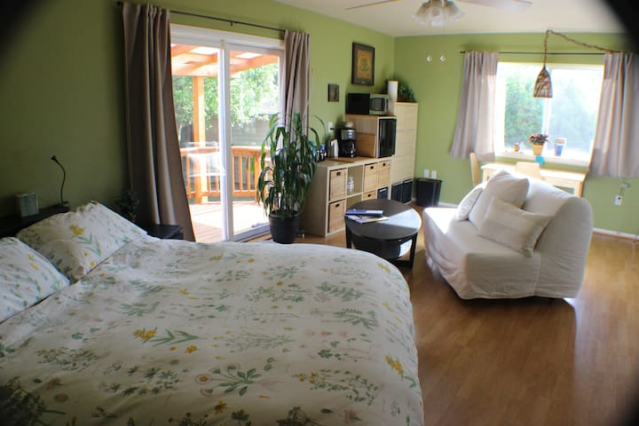 Garden Studio w/ Deck & Sauna