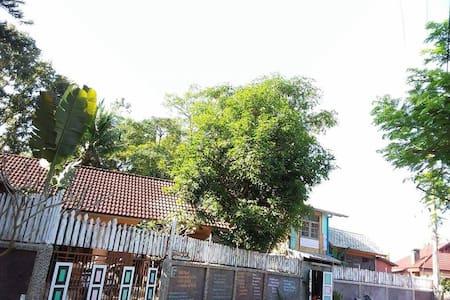 Relax Room in Rural Village - Tambon Mae Sa - Hus