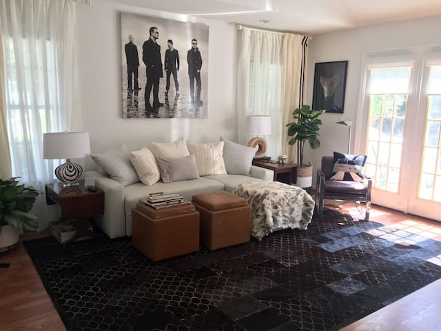 Charming Guest Suite Welcomes the Furniture Mart