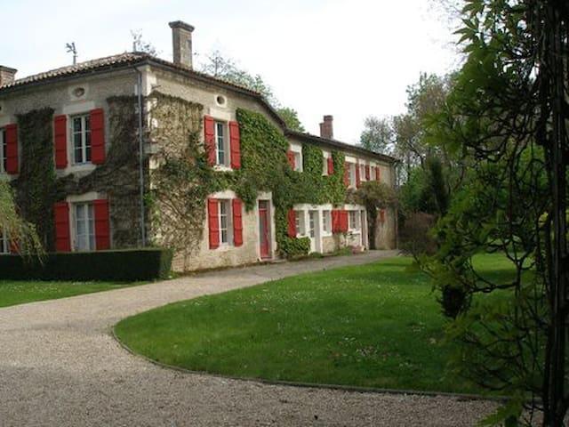 Moulin  18 ème siecle , aux portes de l'Atlantique - Vernoux-sur-Boutonne - บ้าน