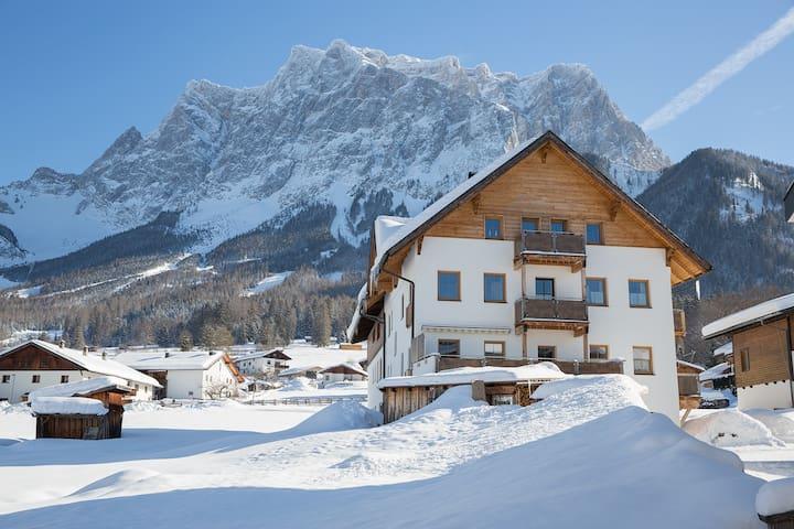 Exklusive Ferienwohnung für 10 Personen in Ehrwald