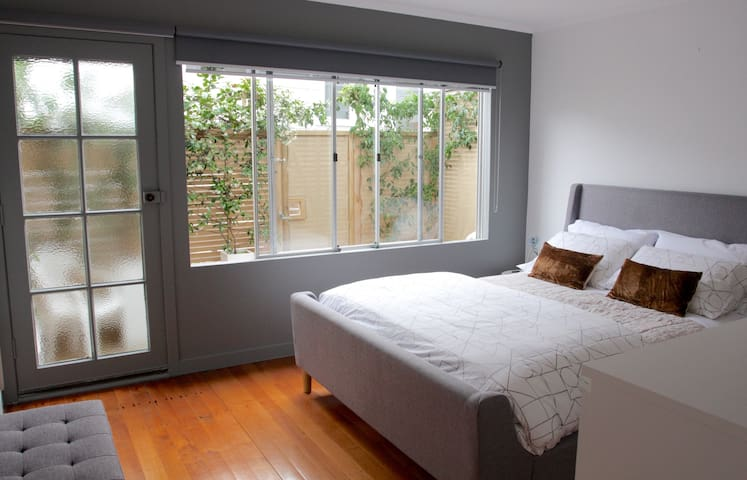 Perfectly Positioned Ponsonby Pad - Off St Parking