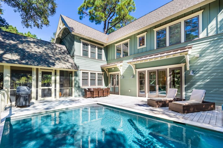 Spacious luxury home with quiet, central location and private pool