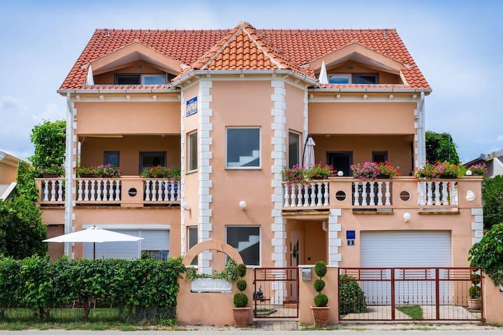 Apartments Sanja 2