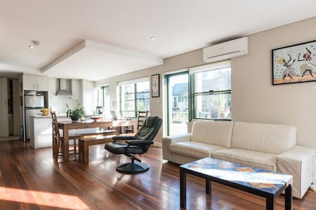 Master Bedroom in a lovely home - Zetland - 连栋住宅