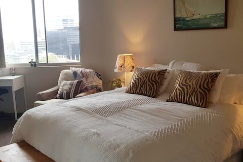 A peaceful suite overlooking  Parra River & City