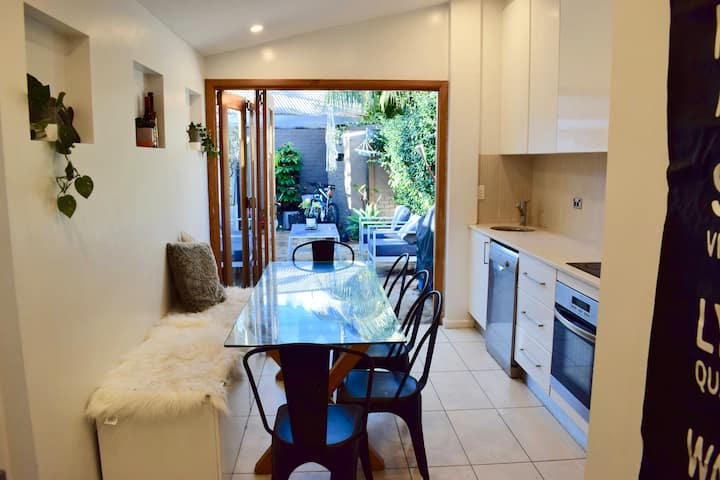 Gorgeous 2BR Balmain Terrace - stroll to cafes