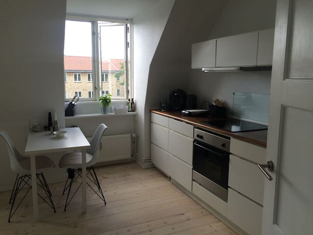 Cosy little apartment -  close to metro