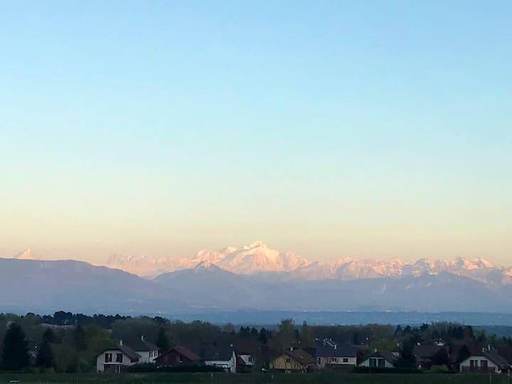 Gex grand  F2 calme et lumineux, vue Mont Blanc