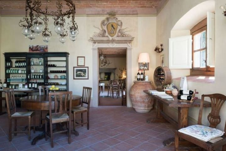 Alluring Holiday Home with Garden in Pergine Valdarno