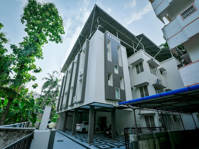 "OYO - Premium 1BR Accommodation in ""God's own Land"", Kochi - Price Dropped"