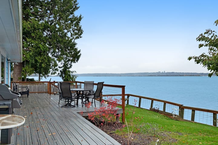 Bayfront home w/ a great deck, views of the harbor & electric fireplace