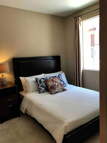 Brand New Luxury Townhouse-Room C (Lavender house)