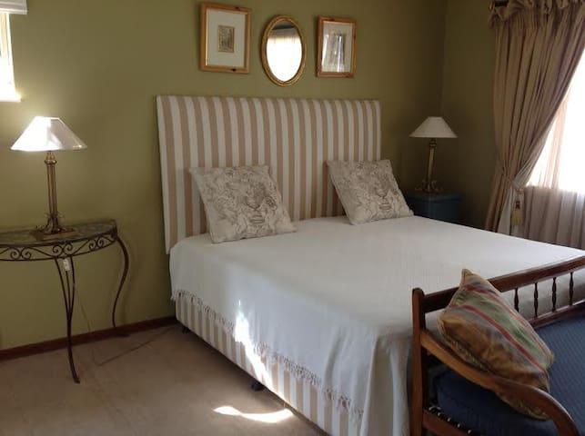 Upmarket Private cottage - Krugersdorp - Apartment