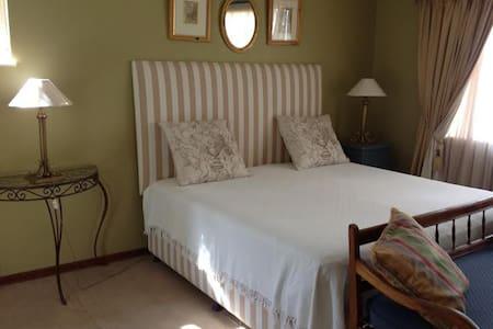 Upmarket Private cottage - Krugersdorp