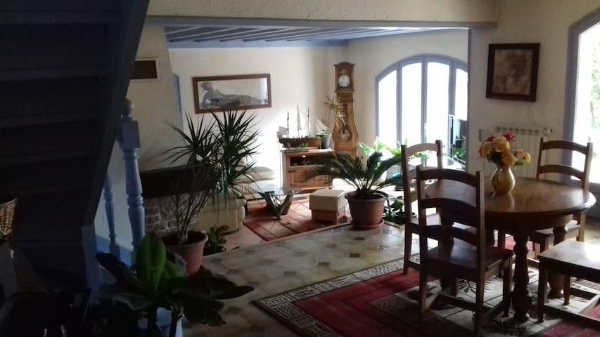 Chambres calmes et spacieuses - Saint-Genis-les-Ollières - Casa