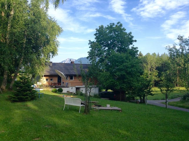 Quiet Mountain Retreat near lake Wörth - Zedras - Hus