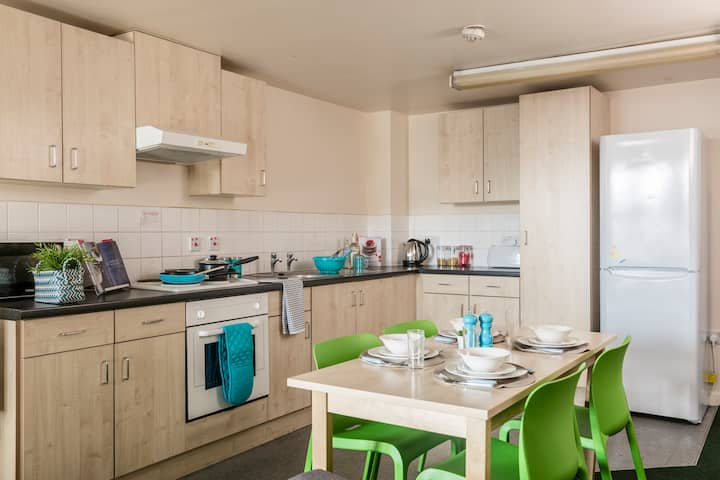 Five-Bedroom Apartment in Liverpool City Centre