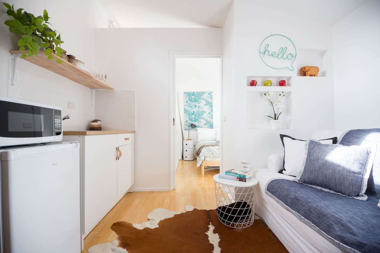 Our cozy small independent studio is located in central Eltham walking distance to Montsalvat and Eltham town!