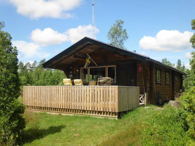 schwedisches holzhaus in b le haus a casas para alugar. Black Bedroom Furniture Sets. Home Design Ideas