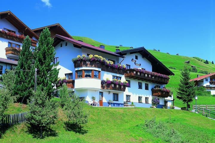 Acogedor apartamento cerca del centro del famoso pueblo de Serfaus