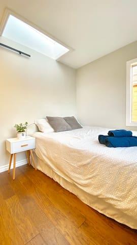 Cozy Ensuite Room in Etobicoke