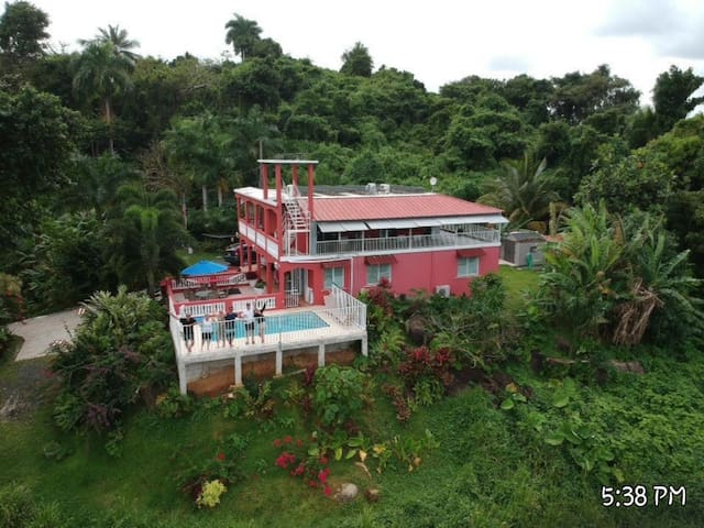 Secluded Private House & Pool Great Family Getaway