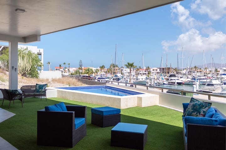 Espectacular house with pool and marina view