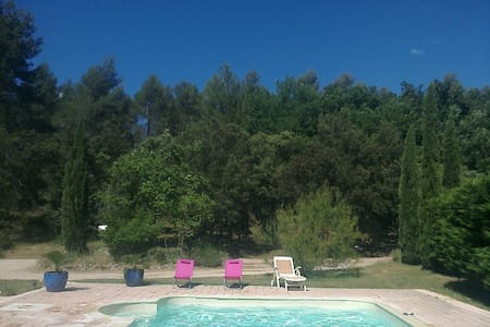 Belle Location loisirs nature avec grande piscine - Peyrolles-en-Provence - Almhütte