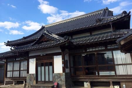 元お寺の一戸建て・駐車場多数あり - Kōfu-shi - Hus