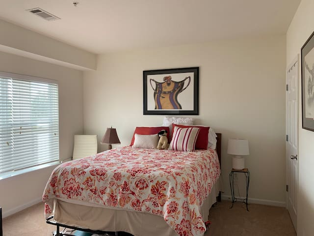Lovely  Guest Room & Bath in Oyster Point