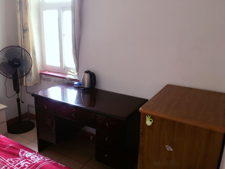 办公桌+五屉柜
