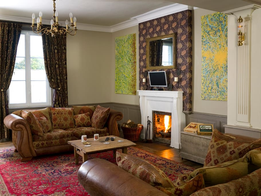 Lounge Free Sat-TV with English Channels + incorporated DVD Player. Cosy Couches, Open fire, Books