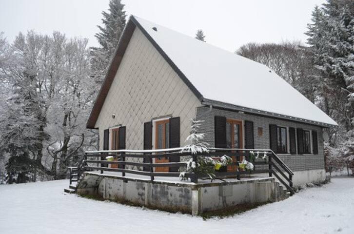 Chalet à la montagne, calme, nature - La Bourboule - Alpehytte