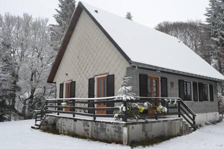 Chalet à la montagne, calme, nature - La Bourboule - Almhütte