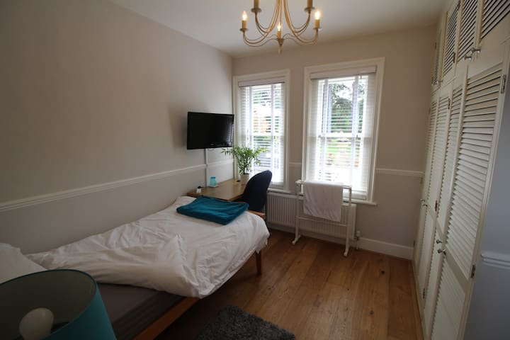 Lovely Room. Located between Henley and Reading