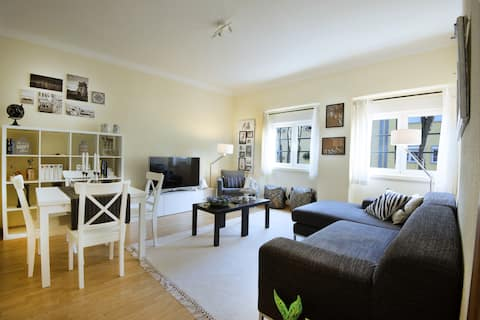 Central apart 2BR WIFI - metro and train to Sintra