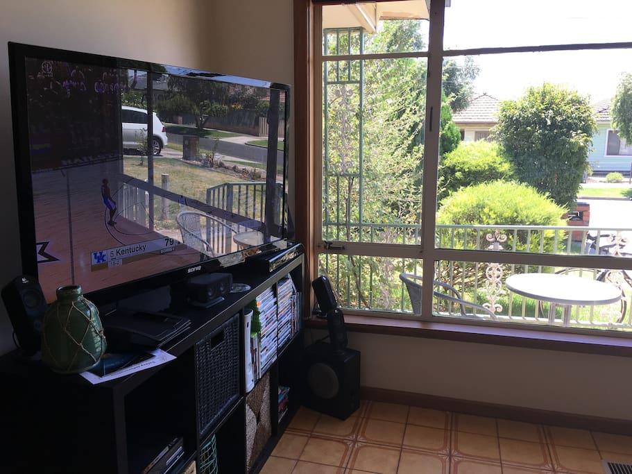 TV unit with FOXTEL, Apple TV, Xbox, DVDs.