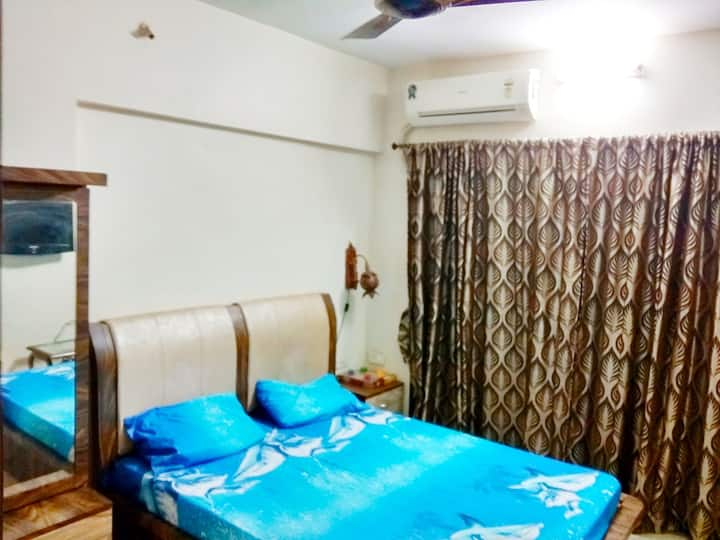 Fully furnished 1 bed room in the heart of suburbs