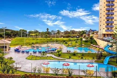 Flat Golden Dolphin Express um Resort de Piscinas