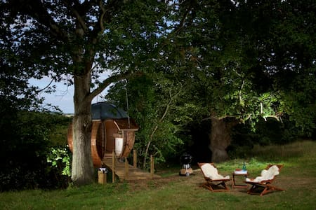 Floating Tree Sphere for two people with views - Boomhut