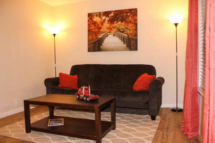 Drop Your Bags & Kick Up Your Feet!  Pvt. 1 bd Apt - Odessa - Daire