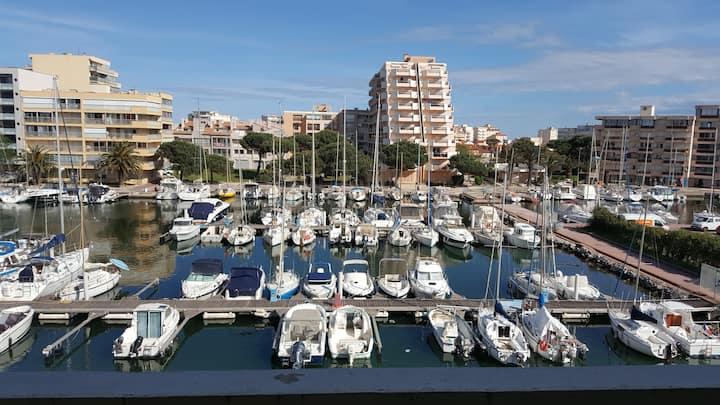 Beau T2 au calme avec parking sublime vue sur port
