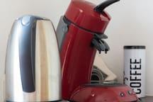 Wasserkocher und Kaffeemaschine