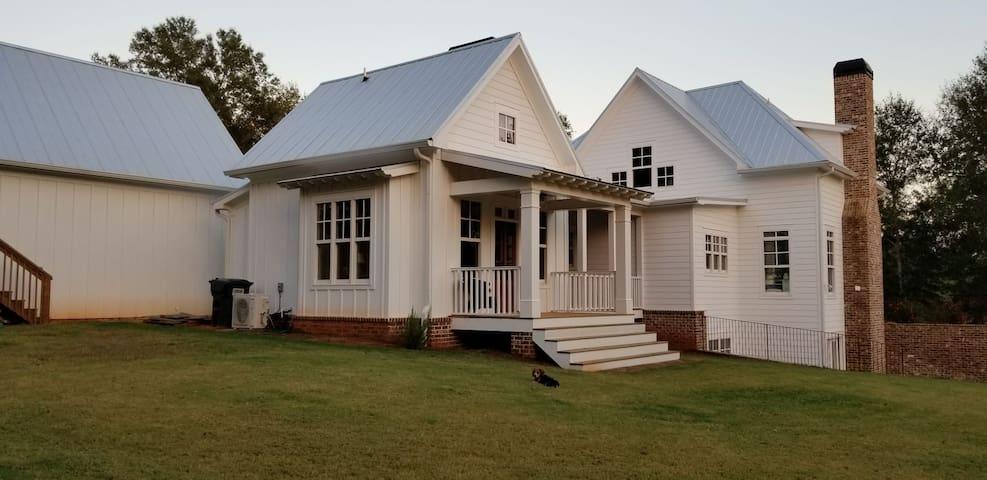 Quiet Country Farmhouse