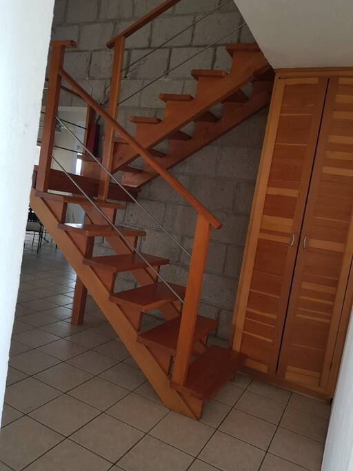 Escaleras primer piso.