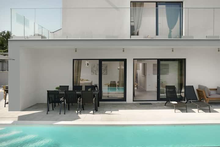 Infinity pool villa San Amore