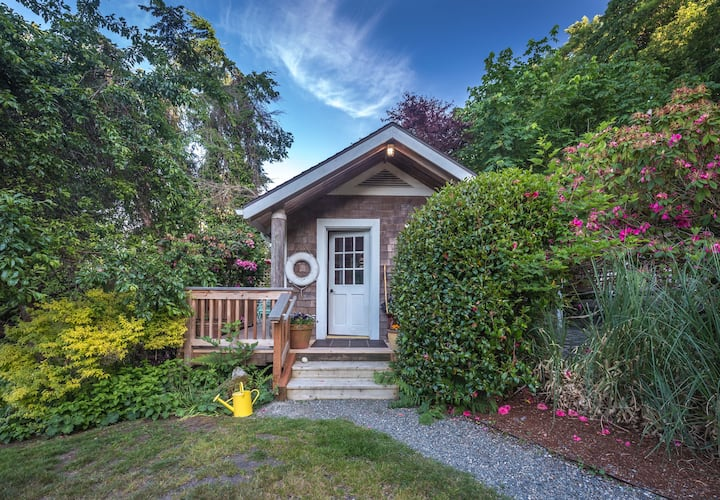 Private beach cabin, Vashon Island - Guesthouses for Rent ...