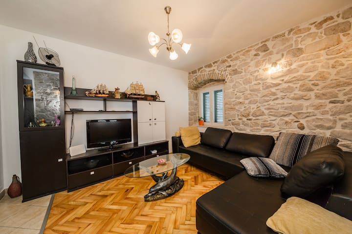 Modern apt in the stone house in the very center